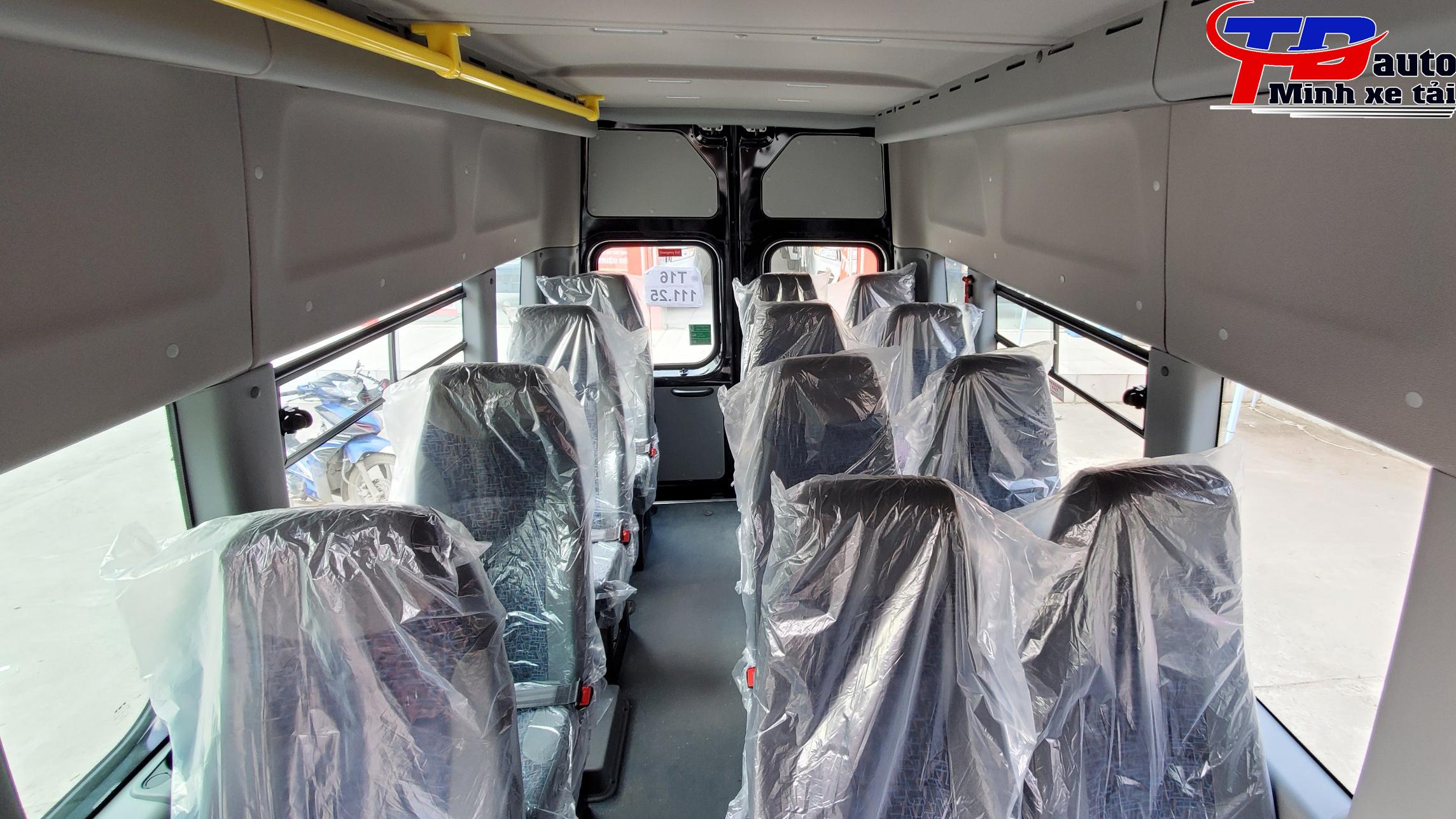 khoang hành khách xe gaz nga 17 chỗ